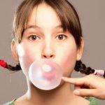 9 Cara Mengatasi Bau Mulut Kronis Secara Alami