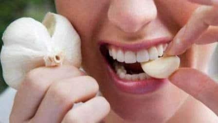 cara mengobati gigi berlubang dengan bawang putih