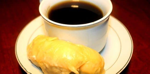 minum kopi dan makan durian