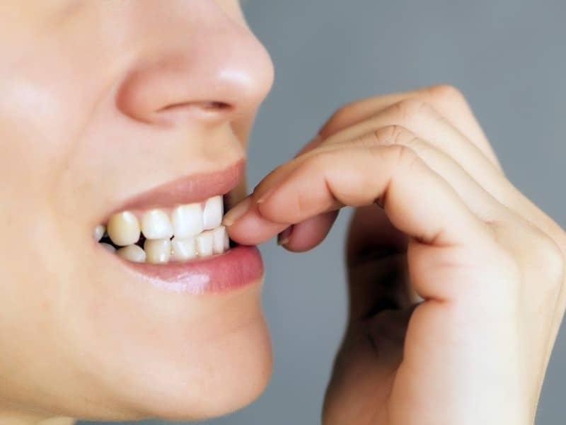 cara merapikan gigi dengan tangan