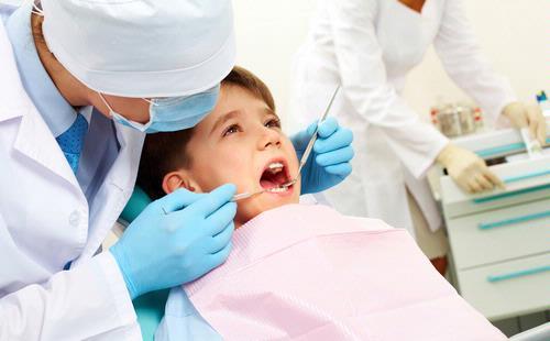mencabut gigi anak