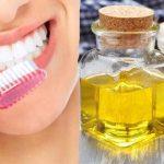 4 Cara Memutihkan Gigi Secara Alami dan Permanen
