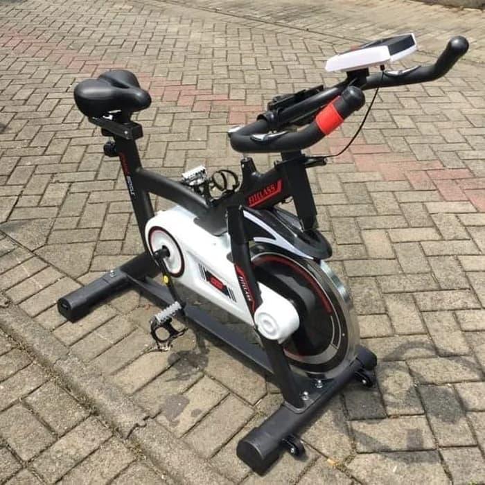berolahraga dengan sepeda statis